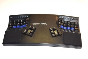 keyboard with curved pockets for typing